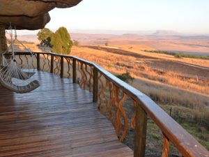 Antbear Lodge - 4 - Experience the Drakensberg deck in front of cave